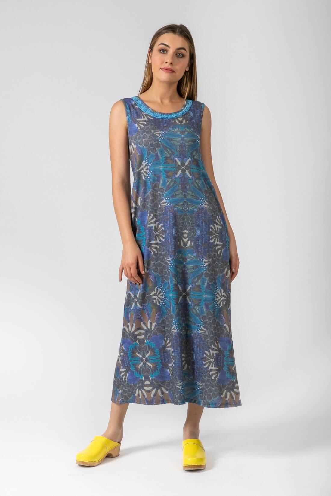 שמלה פרחונית עם כיסים דגם להרשים שמיים.