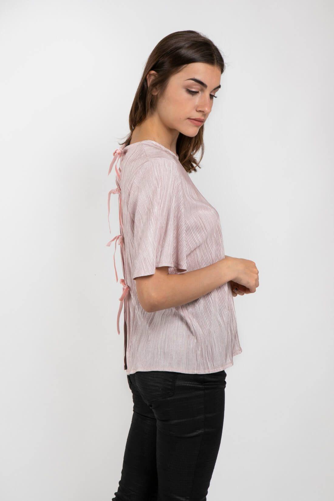 חולצה עם קשירה בגב דגם ביסקוטי פודרה
