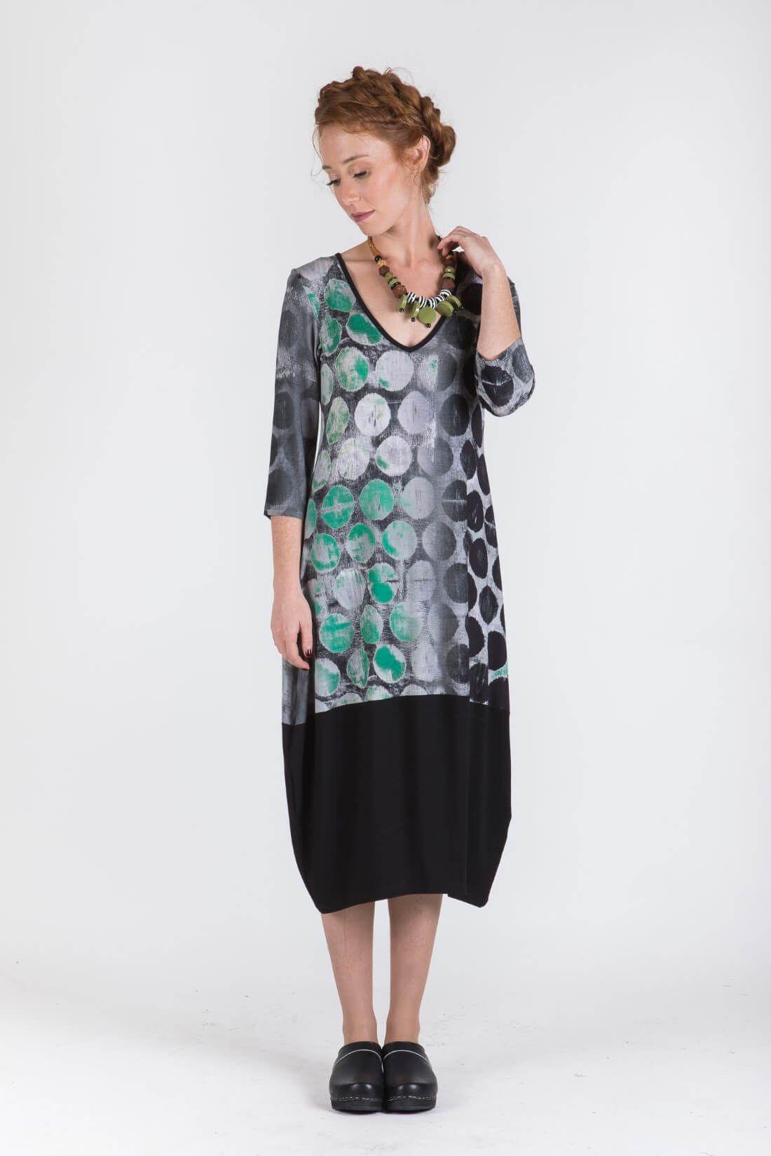 שמלת עיגולים עם שרוולים דגם חוצפנית-ירוק