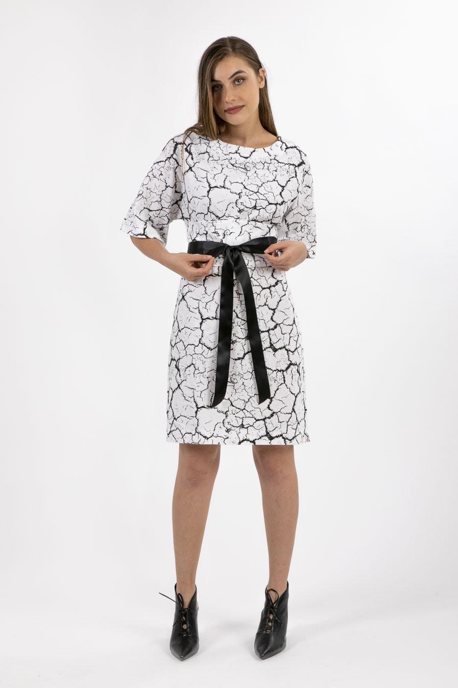 שמלה לבנה בגיזרה ישרה -דגם צוף