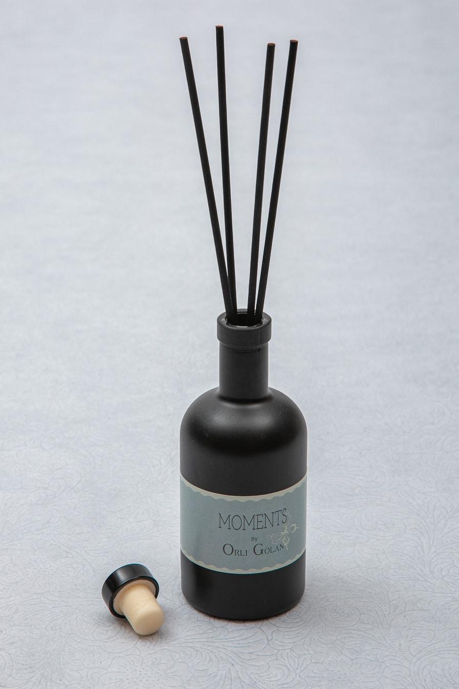 מפיץ ריח בבקבוק שחור מאט