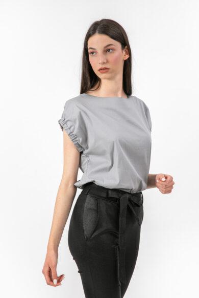 חולצה מחויטת בצבע אפור מבד כותנה