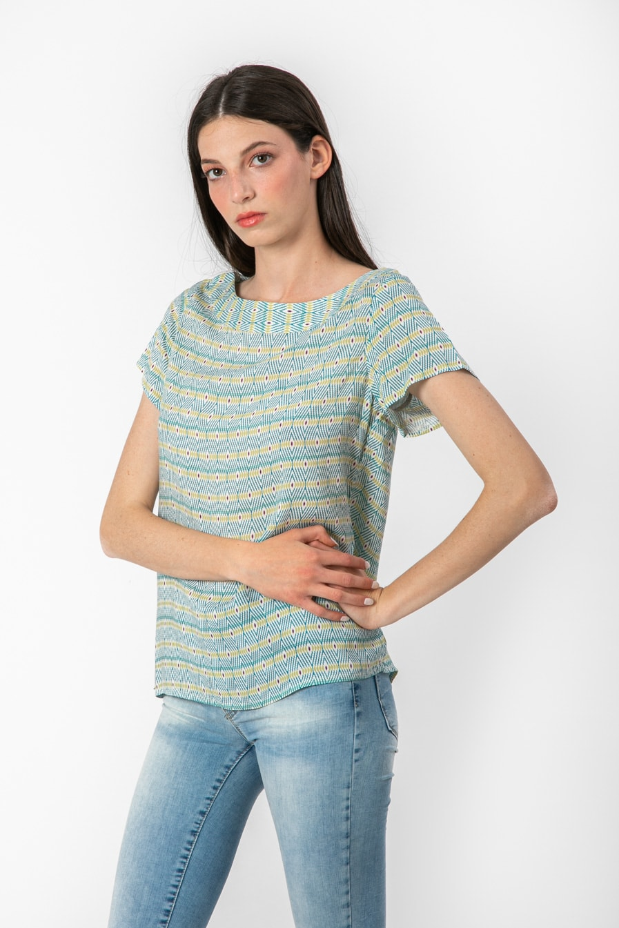 חולצת קיץ עם שרוולים קצרים